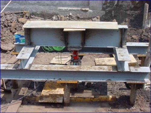 prova di carico su pali di fondazione in cantiere
